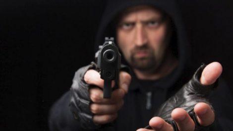 Voleur armé d'un pistolet